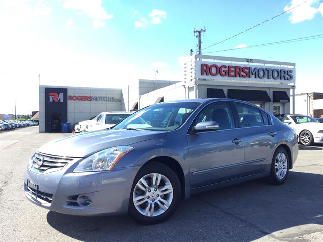 2012 Nissan Altima 2.5 SL - LEATHER - SUNROOF in Oakville, Ontario
