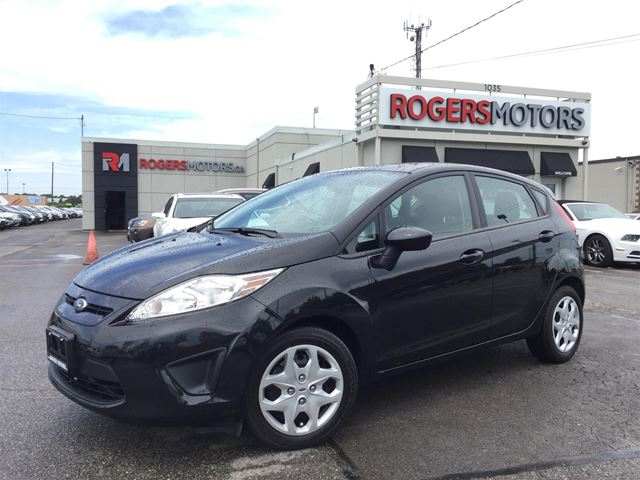 2013 Ford Fiesta SE - 5SPD - HATCH - POWER PKG  in Oakville, Ontario