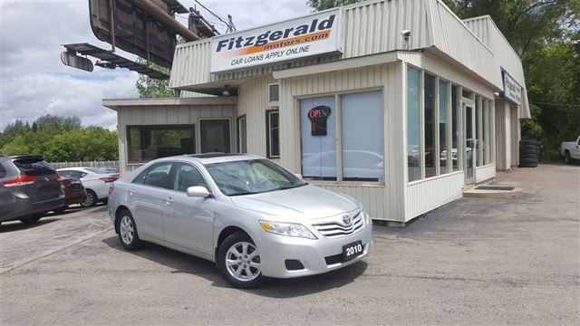 2010 Toyota Camry LE - ALLOYS! SUNROOF! BLUETOOTH! in Kitchener, Ontario