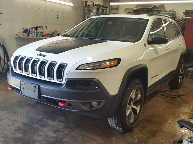 2015 Jeep Cherokee Trailhawk 4x4 in Fort Erie, Ontario