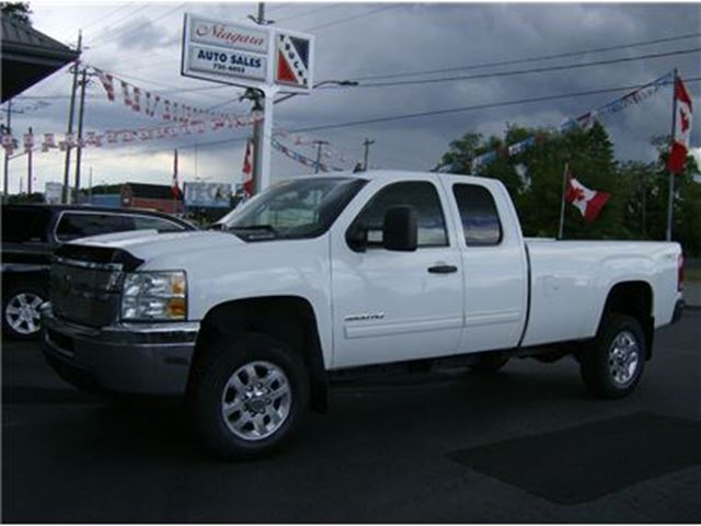 2012 CHEVROLET Silverado 3500  EXTENDED LONG BOX 4X4  SWEET !! in Welland, Ontario