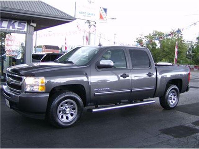 2010 Chevrolet Silverado 1500 CREW CAB 4X4 GOOD LOOKIN !! in Welland, Ontario