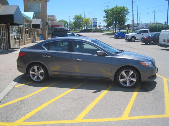 2014 ACURA ILX Tech Pkg, Navigation Backup cam in Mississauga, Ontario