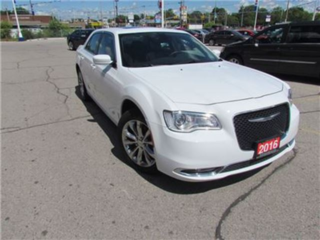 2016 CHRYSLER 300 TOURING   LEATHER   AWD   NAV   PAN ROOF in London, Ontario