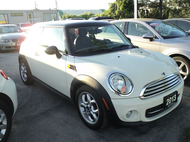 2013 MINI COOPER PANORAMIC SUN ROOF in Oakville, Ontario