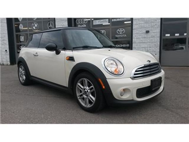 2011 MINI COOPER Base 6-Speed Manual Heated Seats Bluetooth in Guelph, Ontario
