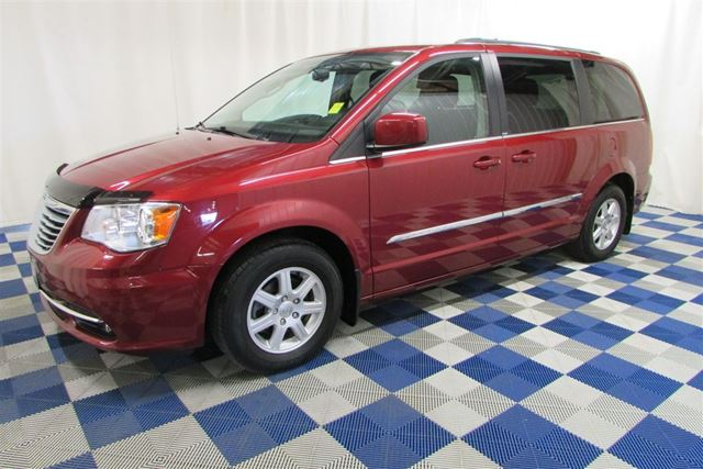 2012 CHRYSLER TOWN AND COUNTRY Touring/PWR LIFT CHAIR/WHEELCHAIR ACCESSIBLE in Winnipeg, Manitoba