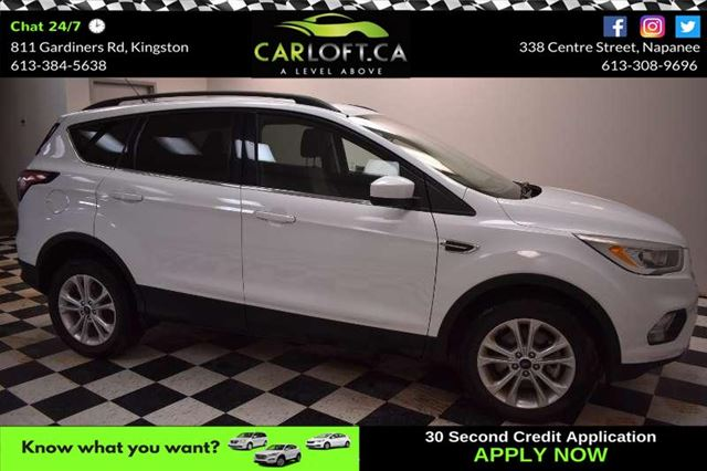 2017 FORD ESCAPE SE 4X4 - LOW KMS**PANORAMIC SUNROOF**BACKUP CAMERA in Kingston, Ontario