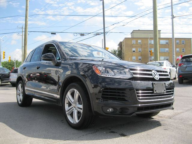 2014 VOLKSWAGEN TOUAREG 3.6L Execline in Kingston, Ontario
