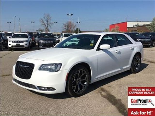 2016 Chrysler 300 S**SUNROOF**LEATHER**NAVIGATION**BLUETOOTH** in Mississauga, Ontario