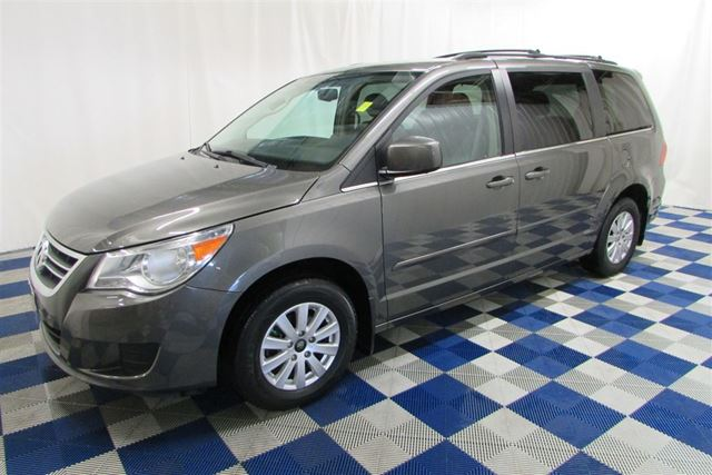 2010 Volkswagen Routan Comfortline/BACKUP CAM/DVD PLAYER/HTD SEATS in Winnipeg, Manitoba