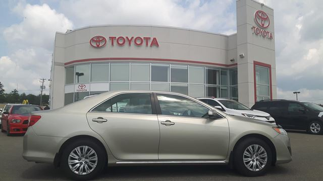 2014 Toyota Camry LE in Gatineau, Quebec
