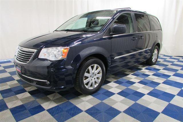 2014 CHRYSLER TOWN AND COUNTRY Touring/BACKUP CAM/DVD PLAYER/ACCIDENT FREE!! in Winnipeg, Manitoba