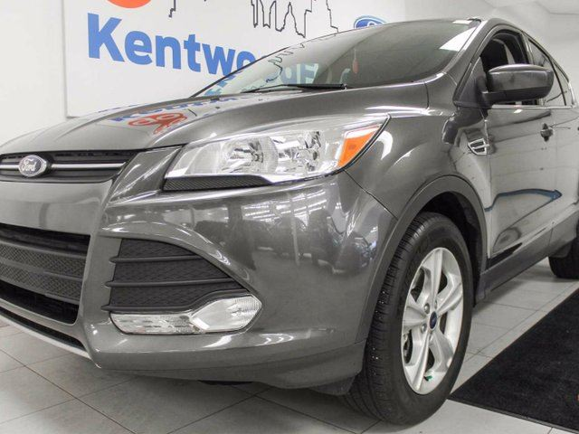 2015 Ford Escape SE 4WD ecoboost with heated seats and a back up cam. in Edmonton, Alberta