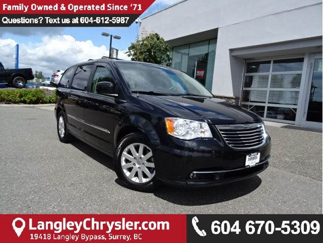 2013 CHRYSLER TOWN AND COUNTRY Touring W/ STOW'N GO SEATING & PARKVIEW BACKUP CAMERA in Surrey, British Columbia