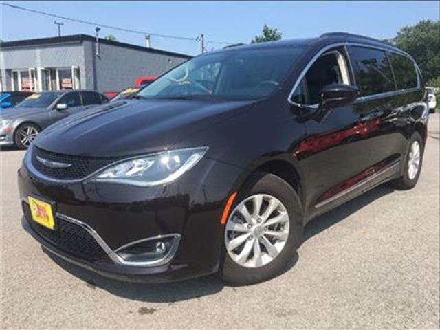 2017 CHRYSLER PACIFICA Touring-L LEATHER NAVIGATION BACK UP CAMERA in St Catharines, Ontario