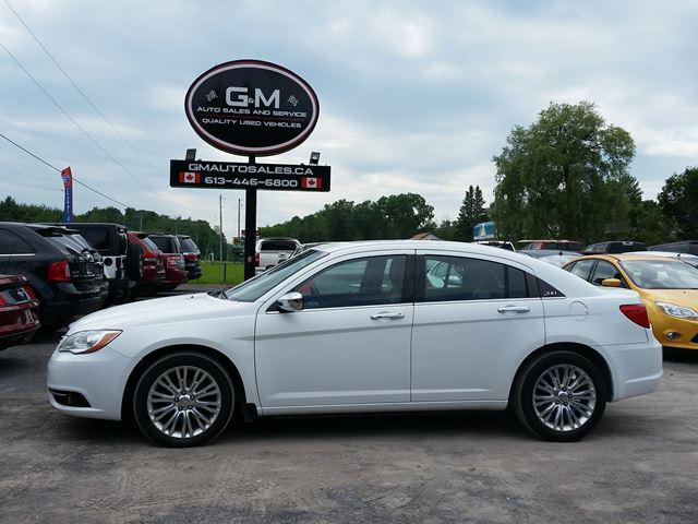 2013 Chrysler 200 Limited in Rockland, Ontario