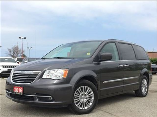 2016 Chrysler Town and Country TOURING-L**LEATHER**DUAL DVD**NAV**SUNROOF in Mississauga, Ontario