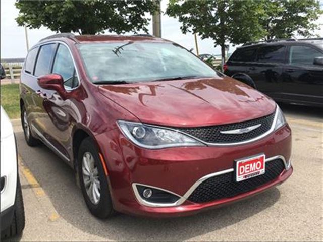 2017 CHRYSLER PACIFICA *TOURING L* 8 PASENGER SEATING* ONLY 5400 KMS ** in Mississauga, Ontario