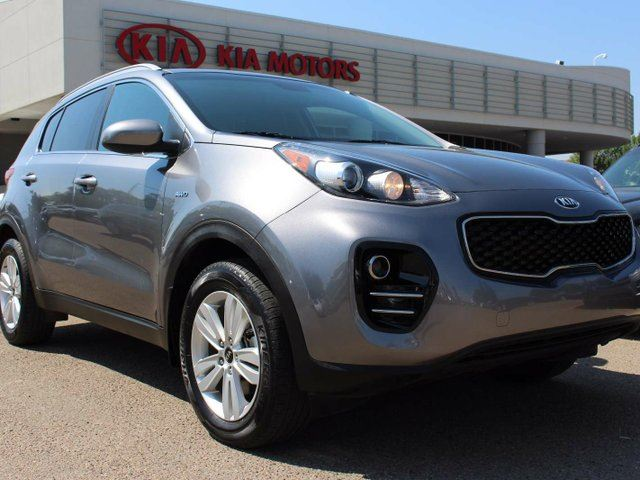 2017 KIA Sportage HEATED SEATS, BACKUP CAM, BLUETOOTH, AUX/USB in Edmonton, Alberta