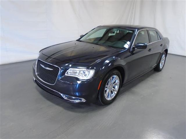 2016 Chrysler 300 LIMITED CUIR TOIT PANO NAV in Mascouche, Quebec