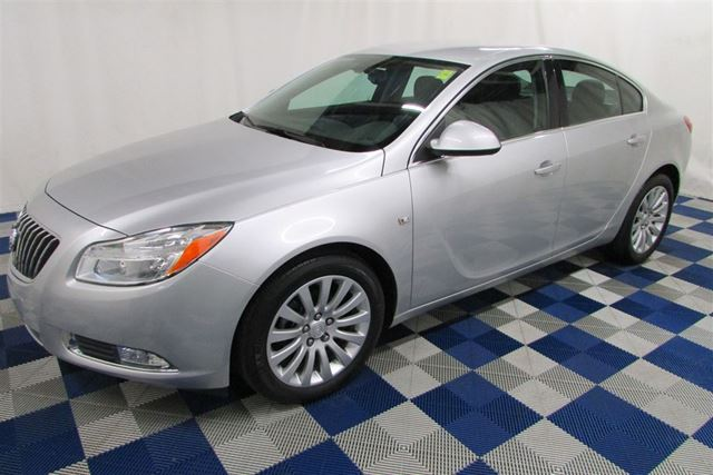 2011 BUICK REGAL CXL LOW KMS! LEATHER/AC/ACCIDENT FREE/ALLOYS in Winnipeg, Manitoba