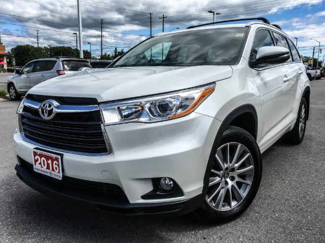 2016 Toyota Highlander XLE XLE-LOW KMS! in Cobourg, Ontario