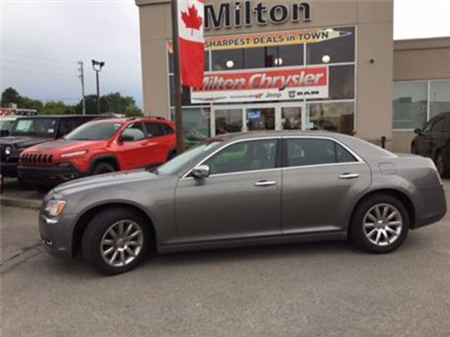2012 Chrysler 300 LIMITED PANORAMIC SUNROOF in Milton, Ontario