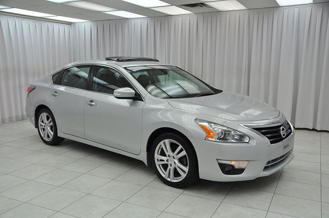 2014 NISSAN ALTIMA 3.5SL V6 SEDAN w/ BLUETOOTH, BOSE AUDIO, HEATED in Dartmouth, Nova Scotia