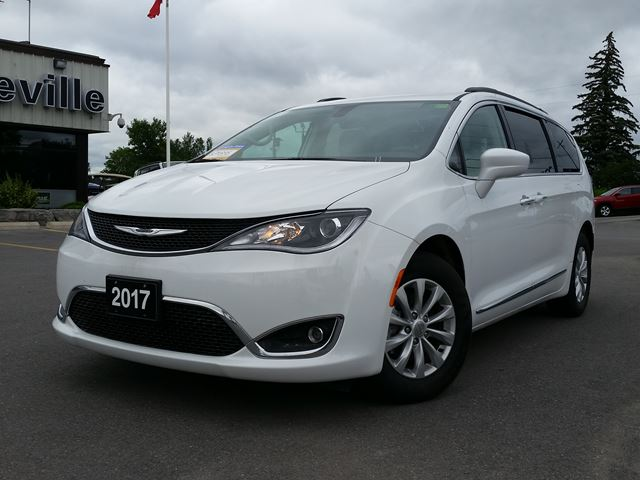 2017 CHRYSLER PACIFICA Touring - leather - back up camera in Belleville, Ontario