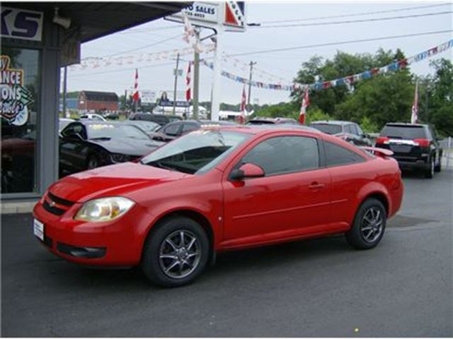 2005 Chevrolet Cobalt SHARP LITTLE COUPE !! STANDS OUT !! in Welland, Ontario