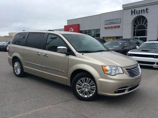 2014 CHRYSLER TOWN AND COUNTRY LIMITED/DUAL DVD/SUN/NAV & MORE!!! in Milton, Ontario