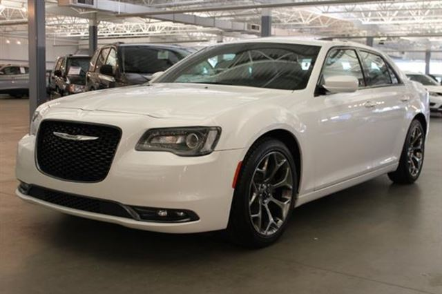 2016 CHRYSLER 300 S CUIR TOIT PANO NAV in Mascouche, Quebec