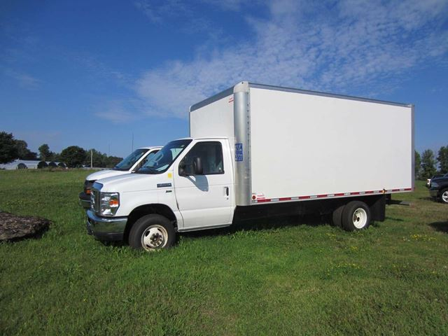2015 Ford E-450 Base 16' Cube Van & Ramp in Perth, Ontario