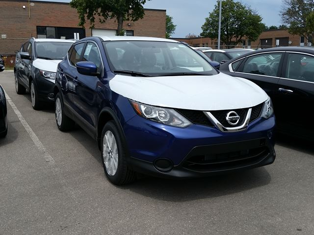 2017 Nissan Qashqai S in Mississauga, Ontario