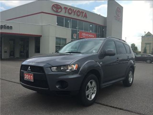 2011 MITSUBISHI OUTLANDER ES AWD SUPER CLEAN in Bowmanville, Ontario