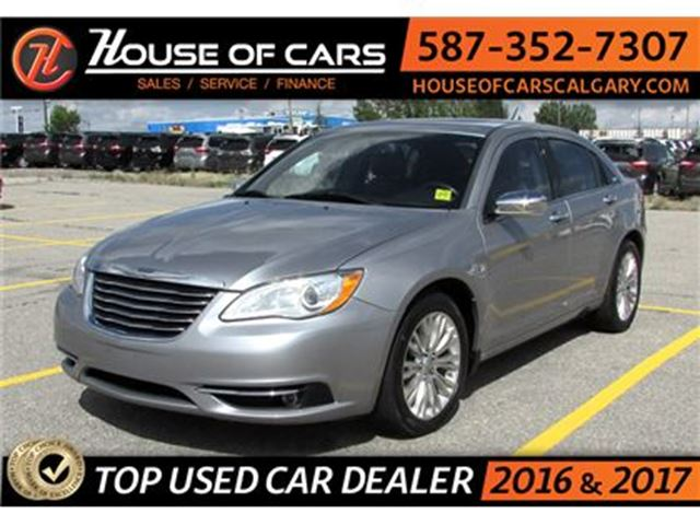 2013 CHRYSLER 200 Limited / Leather / Sunroof / Bluetooth in Calgary, Alberta