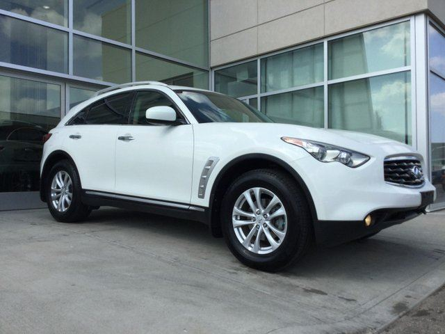 2010 INFINITI FX35 ACCIDENT FREE/HEATED AND COOLED SEATS/BACK UP MONITOR/SUN ROOF/LEATHER INTERIOR in Edmonton, Alberta