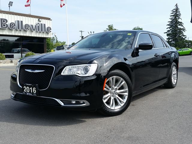 2016 CHRYSLER 300 Tourings-SUNROOF-REMOTE START-Only $85 weekly! in Belleville, Ontario