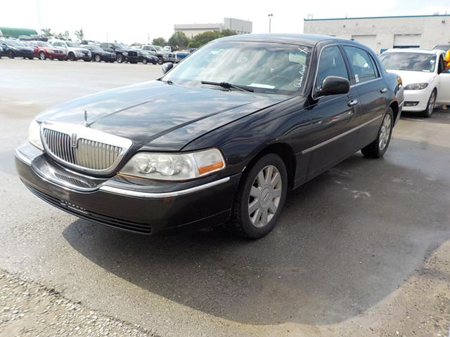 2009 LINCOLN TOWN CAR           in Innisfil, Ontario
