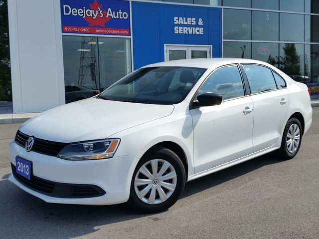 2013 volkswagen jetta comfortline white deejays auto. Black Bedroom Furniture Sets. Home Design Ideas