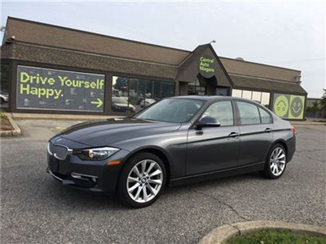 2013 BMW 3 SERIES 320i xDrive / SUNROOF / LEATHERETTE / AWD in Fonthill, Ontario