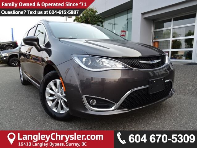 2017 CHRYSLER PACIFICA Touring-L *MANAGERS DEMO* ACCIDENT FREE* in Surrey, British Columbia