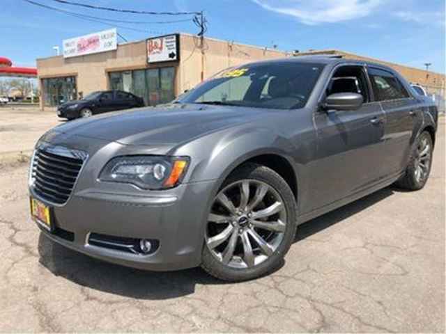 2012 CHRYSLER 300 S   PANOROOF   LEATHER   NEW TIRES in St Catharines, Ontario