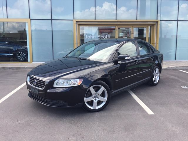 2009 VOLVO S40 2.4i in Montreal, Quebec