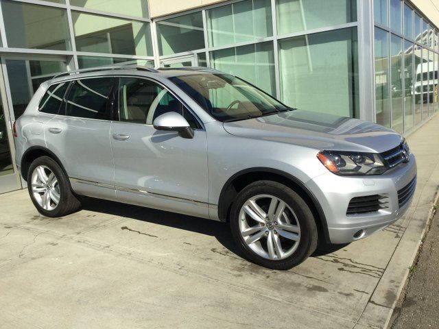 2013 VOLKSWAGEN Touareg NAV/LEATHER/PANORAMIC SUNROOF/AWD! in Edmonton, Alberta