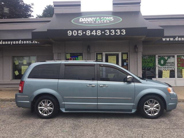 2008 CHRYSLER TOWN AND COUNTRY Limited  in Mississauga, Ontario