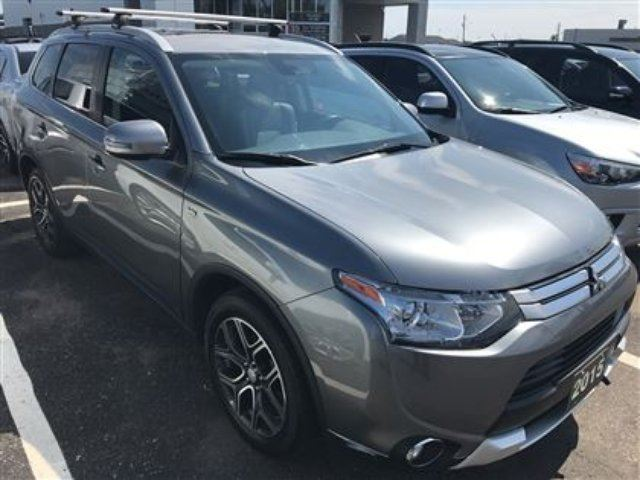 2015 MITSUBISHI OUTLANDER GT Low Mileage, Leather, 7 Passenger!! in Thunder Bay, Ontario