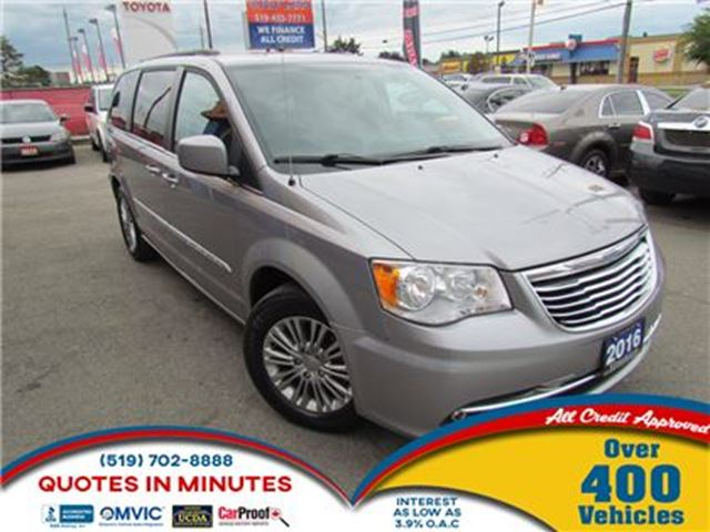 2016 CHRYSLER TOWN AND COUNTRY TOURING   LEATHER   BACKUP CAM   SAT RADIO in London, Ontario