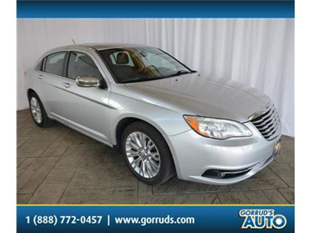 2012 CHRYSLER 200 LIMITED/HEATED LEATHER SEATS/NAV/SUNROOF in Milton, Ontario